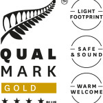 Qualmark 4-star plus gold award logo